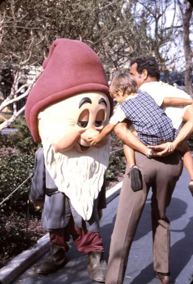 Disneyland- 1960s - VINTAGE PHOTOS
