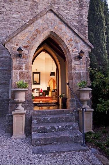 Внутренний дизайн дома из бывшей церкви