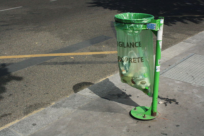paris trashcan
