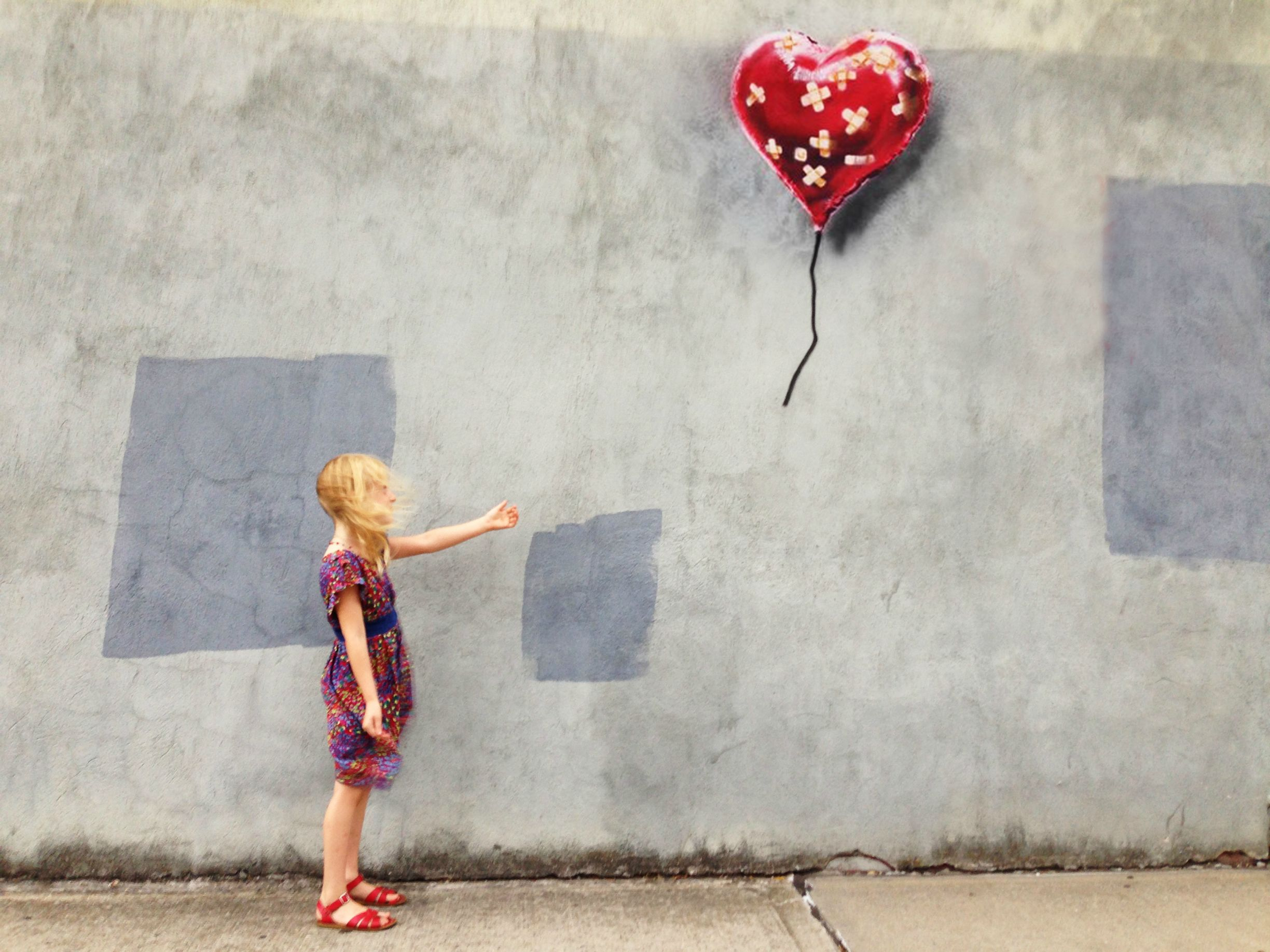 banksy 39 band aid balloon heart 39 found in new york city. Black Bedroom Furniture Sets. Home Design Ideas