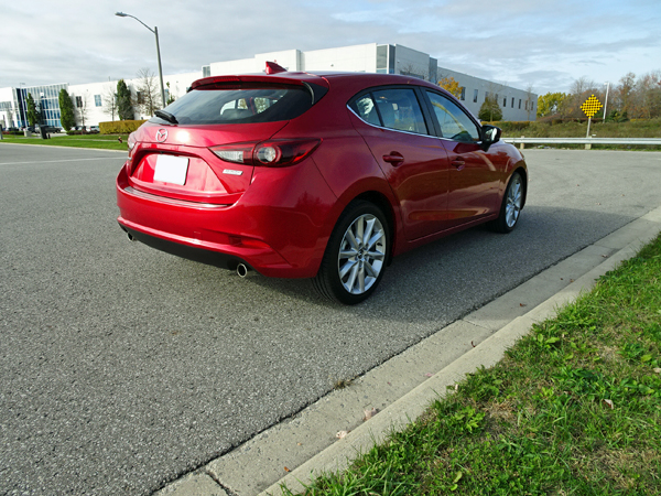 review 2017 mazda3 sport gt canadian reviewer reviews news and opinion with a canadian. Black Bedroom Furniture Sets. Home Design Ideas