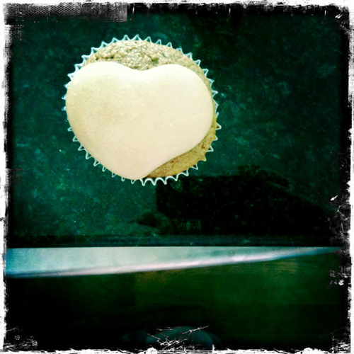 Homemade cupcake with inadvertent heart shape on top. From thestrengthbehindthestrong.com.