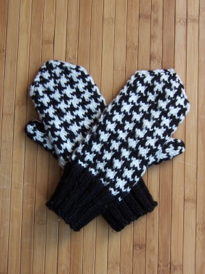 Houndstooth Knitting Pattern : Delicious Knits - Houndstooth Mittens