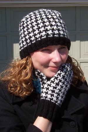 Houndstooth Knitting Pattern In The Round : Delicious Knits - Houndstooth Hat