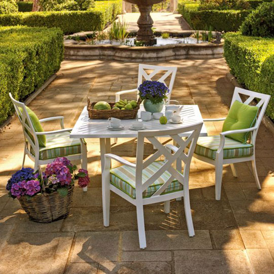 Woodard Harwick Outdoor Dining Set by Joe Ruggiero at Home Infatuation Blog