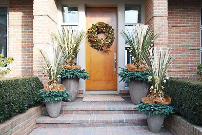 deborah silver and co 10 at home infatuation blog - Outdoor Christmas Planter Decorating Ideas