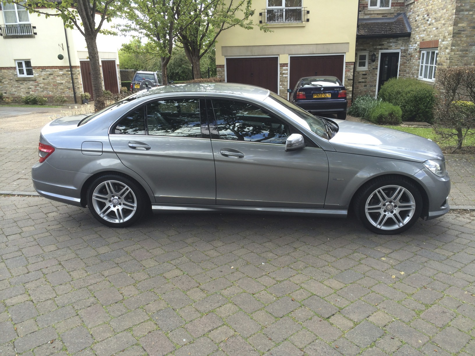 Mercedes benz servicing for Mercedes benz residual value