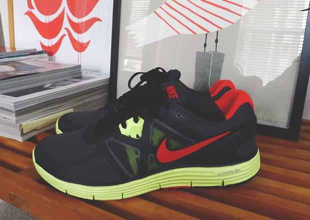 Nike Lunarglide+ 3 Black Anthracite Red Volt