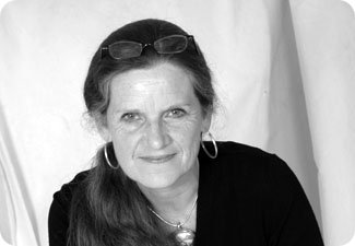 Lois Peterson Wrote 3 Drafts Of A Book In 5 Days border=