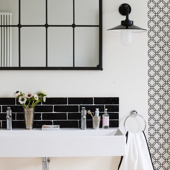 20 Sleek Ideas For Modern Black And White Bathrooms: TheDesignerPad