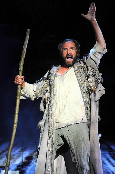 Links Fiennes Shakespeare Moviegoer S Etiquette Freddy