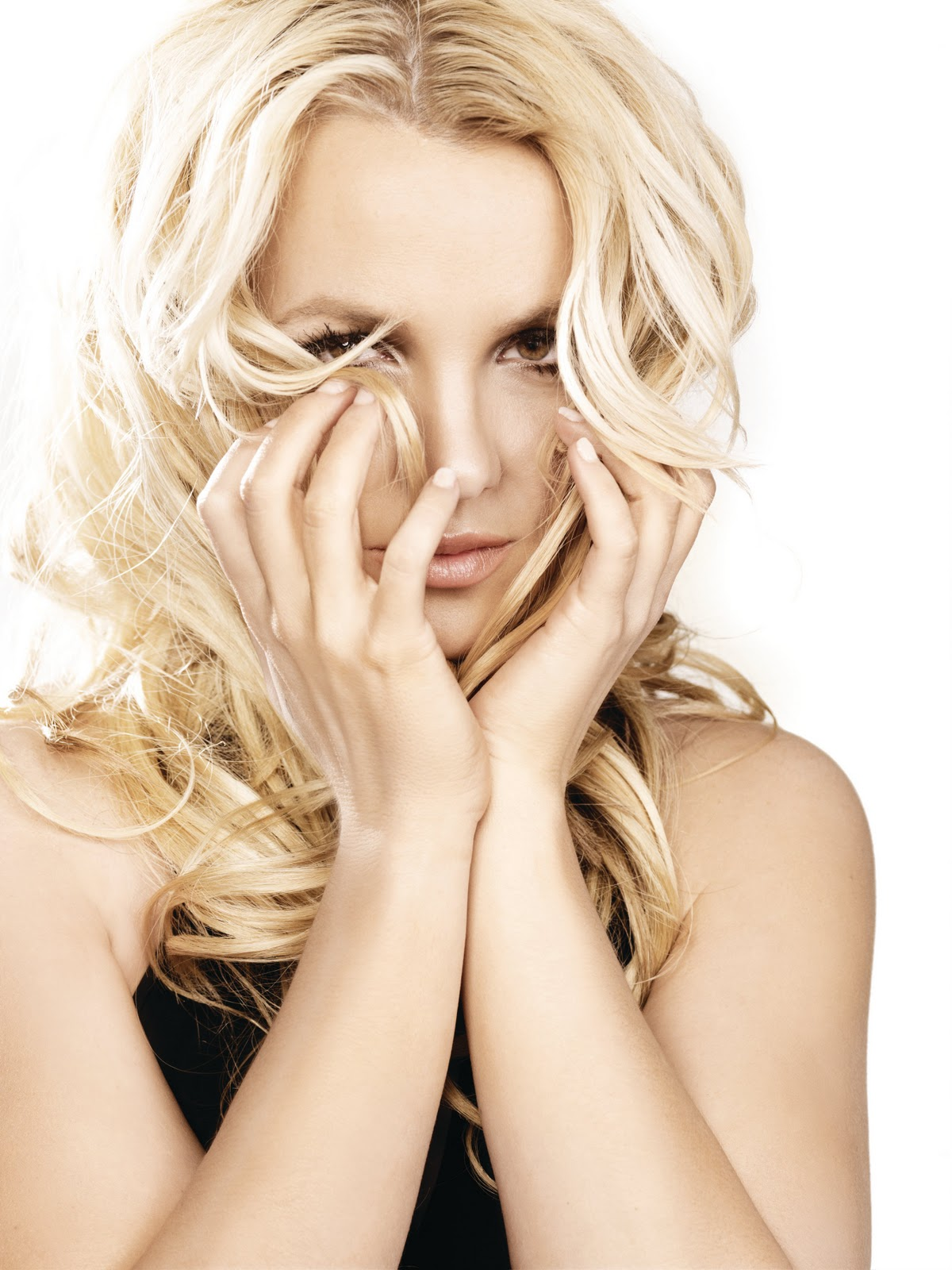 http://gangster.squarespace.com/storage/Britney_Spears_FemmeFatalepromo1.jpeg?__SQUARESPACE_CACHEVERSION=1301937188744
