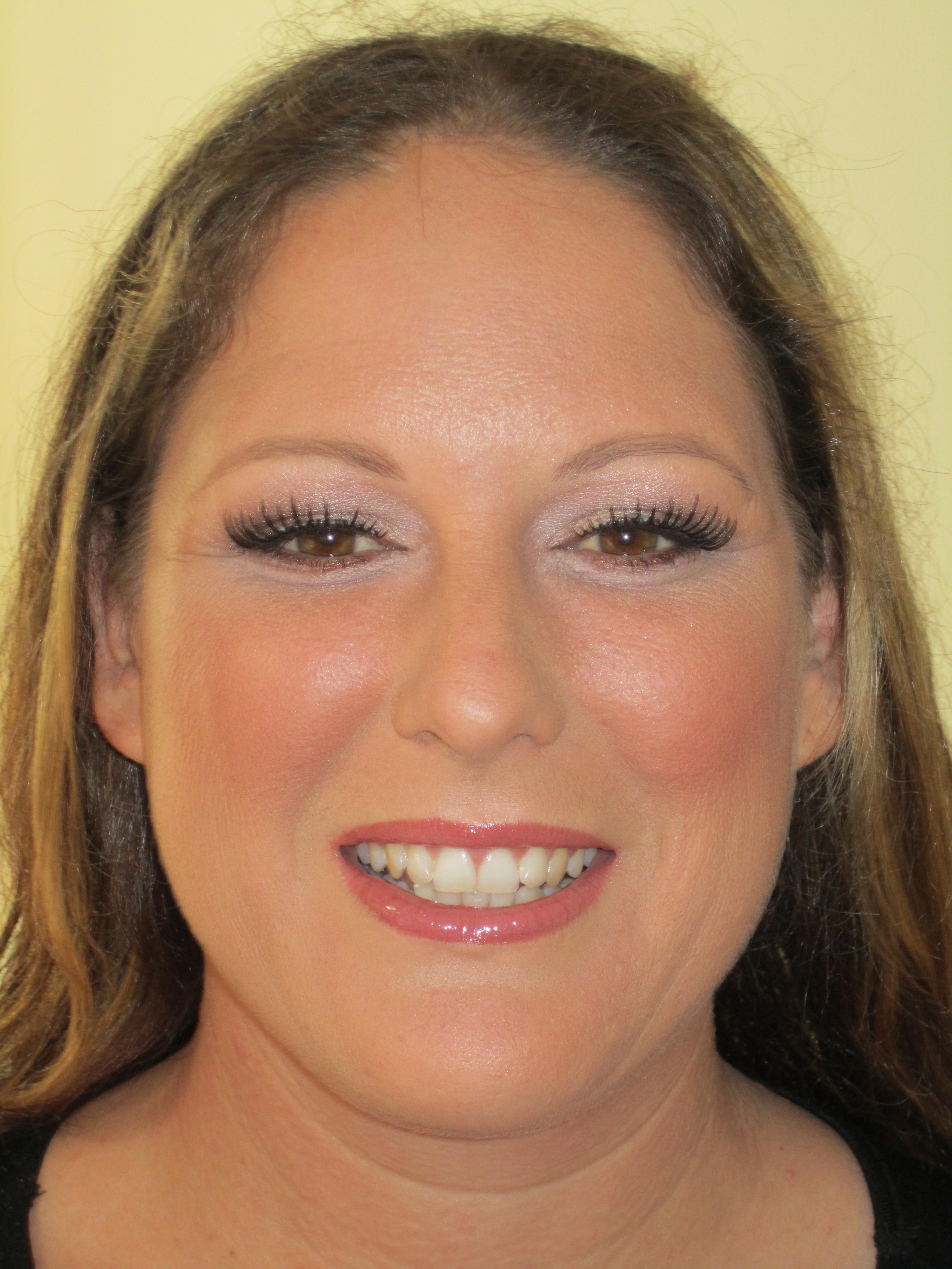 Beautiful natural wedding makeup for brown eyes
