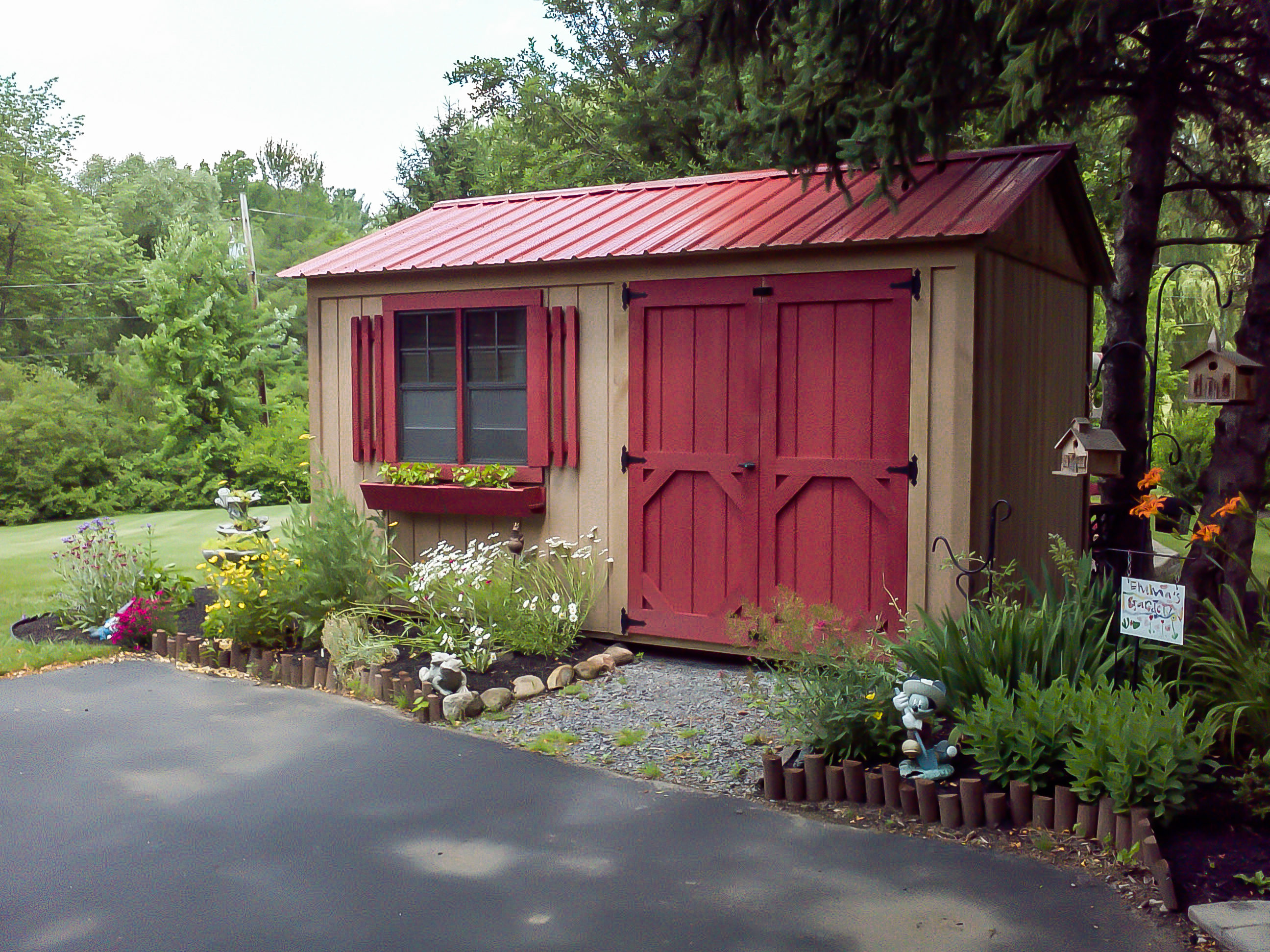 Custom built sheds uniquegardensheds for Garden shed pictures
