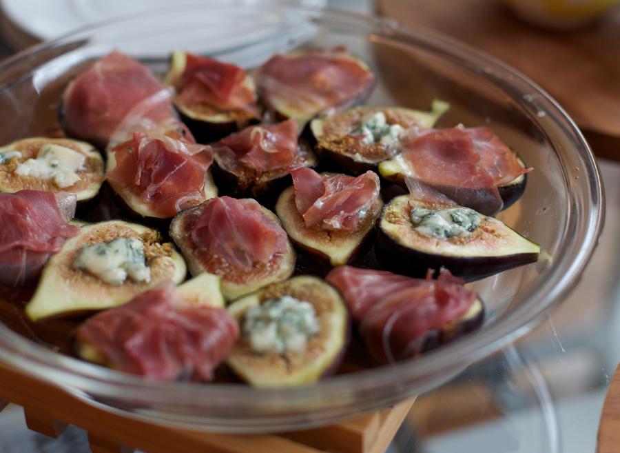 marivelous.me - home - roasted figs + Gorgonzola + prosciutto