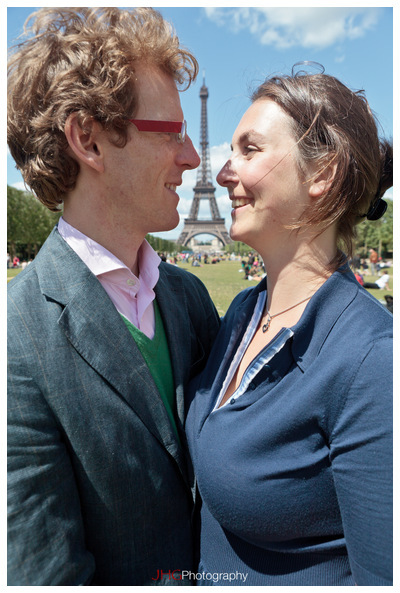 Portrait couple Paris France JHGphoto Eiffel Tower Tour Eiffel Invalides Montparnasse Jardin du Luxembourg Notre Dame Seine River Wedding Photo Picture Love Canon EOS 5D MKII 24-70mm 15-35mm 2.8 L USM Service Commision Buy Rent