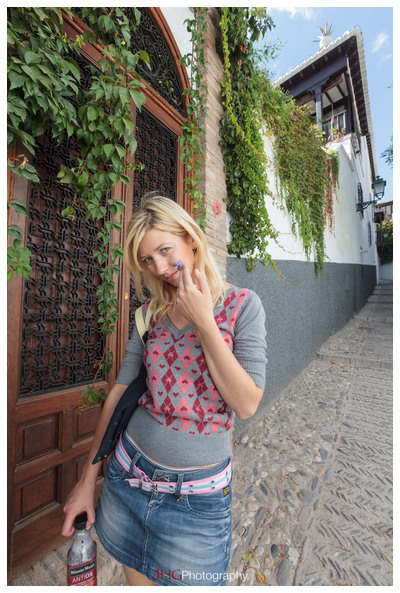 JHGPhoto JHG Photo Spain Espana Espagne Street Rue Life Granada Grenade Andalusia Andalousie Andalucia Portrait Girl Canon 5D MKII 24-70mm 16-35mm 2.8 L Albaicin Alhambra Generalife Tour Old Town Vieille ville Speedlite 580 EX II