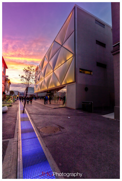 Lausanne Flon HDR building immeuble nuit night sunset couche soleil landscape urban urbain architecture Flash Canon Speedlite 580 EXII Léman Lac Suisse Switzerland Schweiz Svizzera Canon 5D MKII Morges Canon 24-70mm 2.8 L USM 16-35mm HD High Resolution JHGphoto