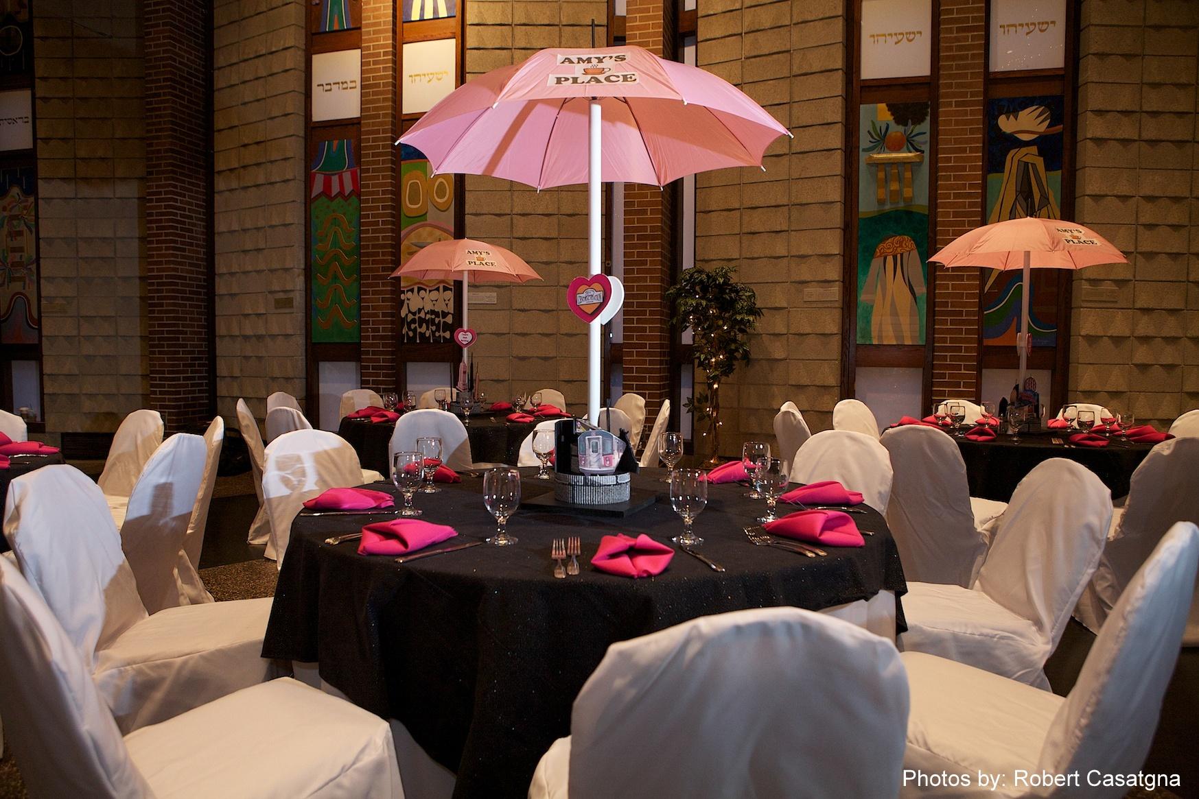Nyc Themed Umbrella Centerpiece Ri Ma Gold Eventplanner