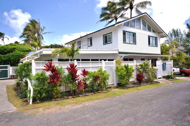 Kailua Beach House With Bed Breakfast License Sold