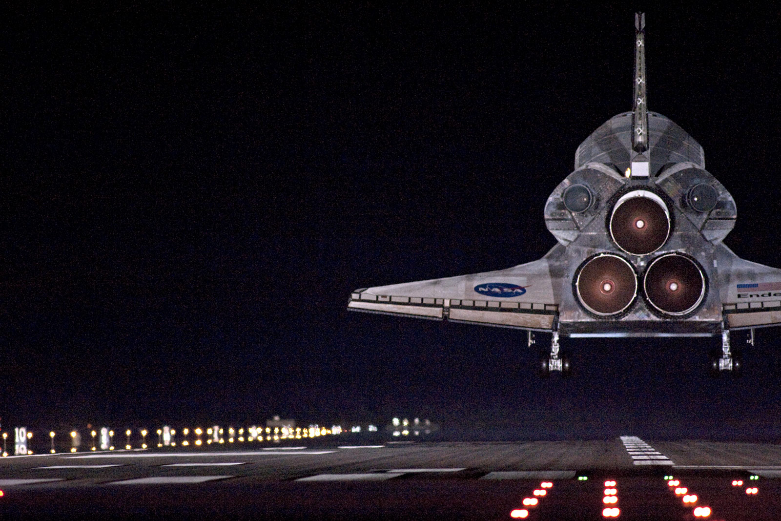 space shuttle landing at night - photo #36
