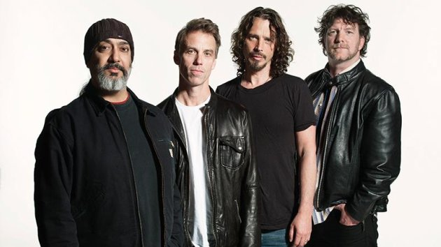 "On ""Physical Grafitti's"" 40th Anniversary, Soundgarden Guitarist Kim Thayil Reflects on Led Zeppelin Influence"