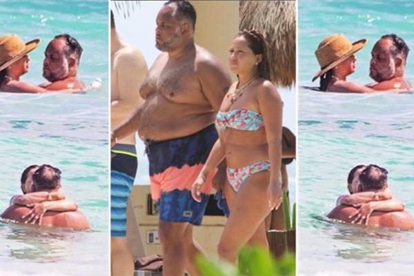 Med kraftig kropp på stranden
